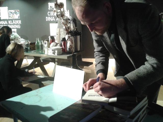 Resole möter Tobias Andersson Åkerblom, författare Modeslavar
